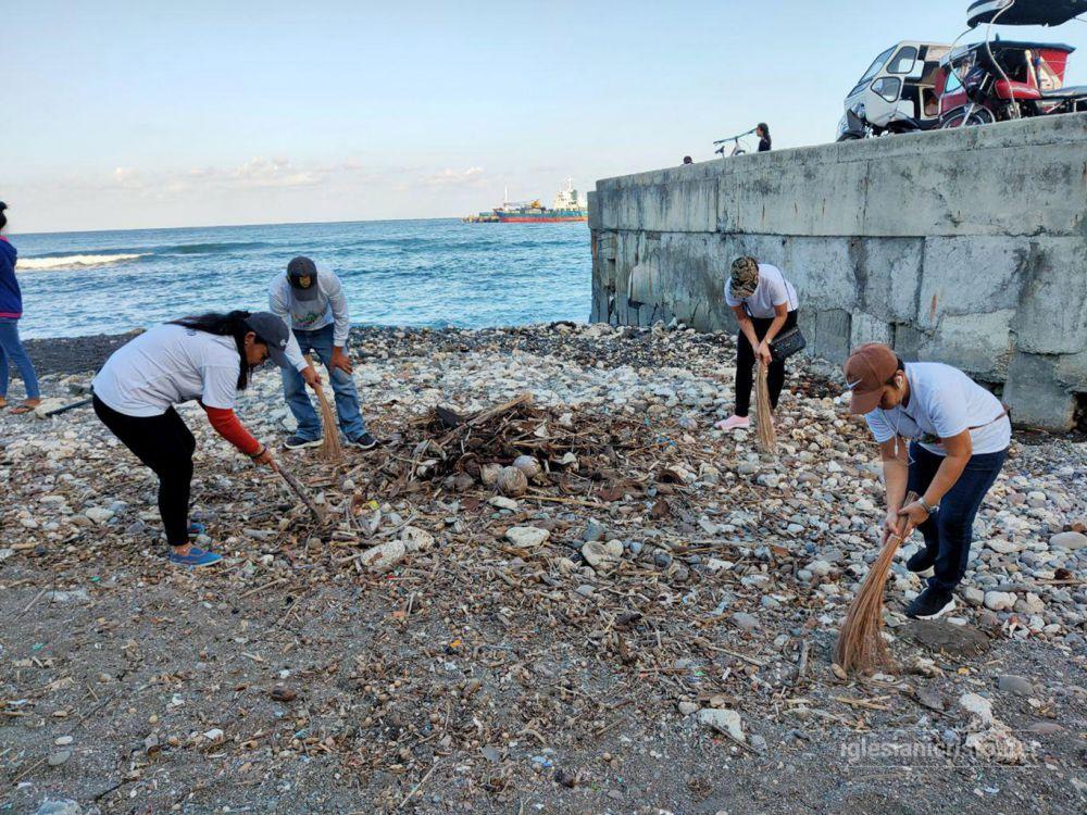 Basco brethren clean Kañuyan coastal area