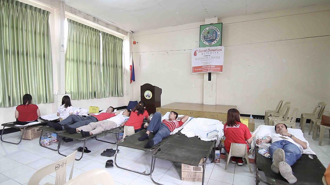 Highway Hills Congregation donates blood
